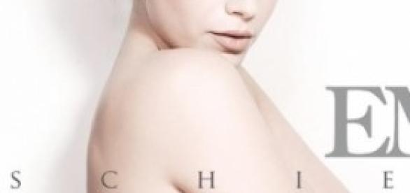 """È bellissima Emma sulla copertina dell'album """"Schiena"""", anticipato dal singolo e dal video di """"Amami""""."""