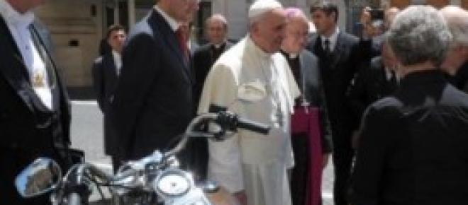 Papa Francesco e la sua adorata Harley Davidson