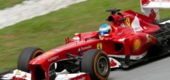 Alonso montado en un Ferrari