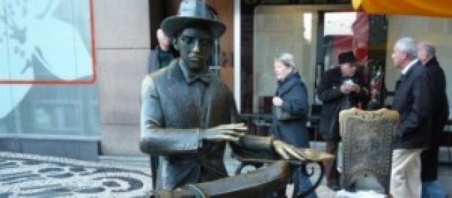 A estátua de Fernando Pessoa