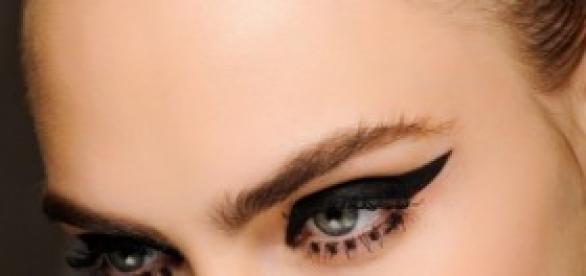 Líneas gruesas en los ojos que resaltan la mirada