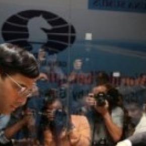 Imagen del duelo Anand-Carlsen