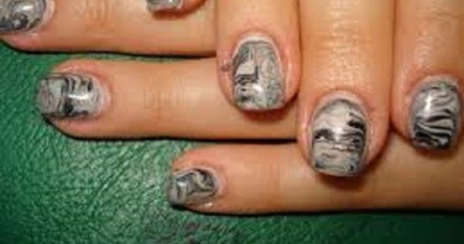 Decorazioni unghie semplici e nail art fai da te effetto - Unghie effetto specchio fai da te ...