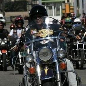 El hijo del Che invita a recorrer Cuba en moto