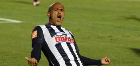 """""""Chupete"""" Suazo se va de Monterrey"""