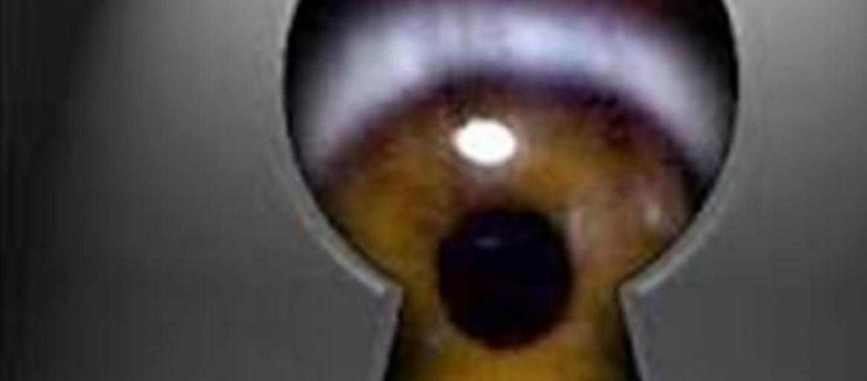 Albergatore spione guardava dai buchi negli armadi e si for Planimetrie uniche con stanze segrete
