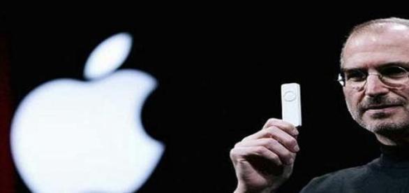 Steve Jobs presentando el iPod de Apple
