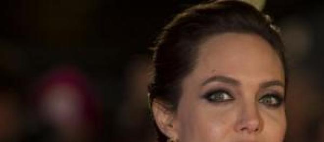 Angelina Jolie sofre acidente de automóvel