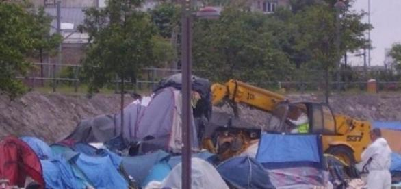 Des réfugiés oubliés du monde à Calais.