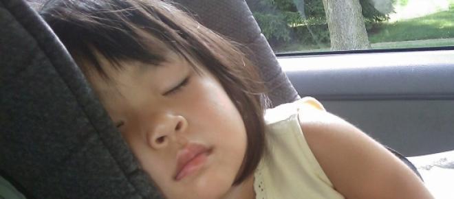 Crianças esquecidas dentro do carro: como evitar