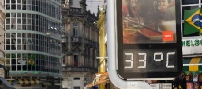 Imagem de termômetro marcando 33° na Praça da Sé