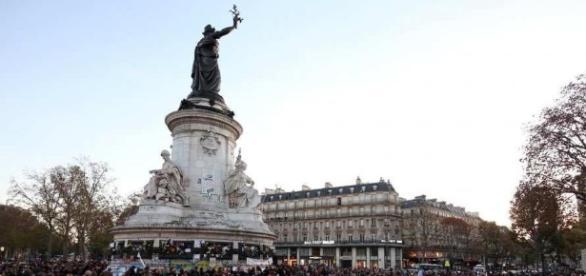 foule paris - 'diviser pour mieux regner'