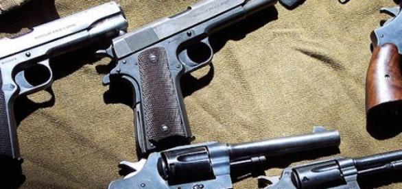 Chaque juif pourrait avoir un revolver de ce type.