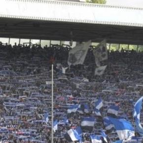 Prall gefüllte Ostkurve im Ruhrstadion