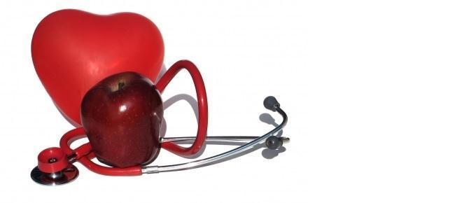 Alimentación al servicio de la de la salud. La manzana representa la alimentación sana, el estetoscopio a todo lo reacionado con la salud, la cual está directamente relacionada con el mantenimiento de un peso adecuado