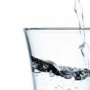 Polacy kupują wódkę z nielegalnych źródeł