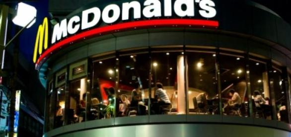 A McDonald's restaurant picture