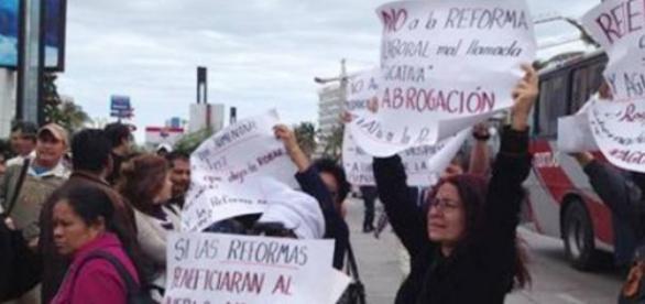 Protestan con pancartas y consignas afuera del WTC
