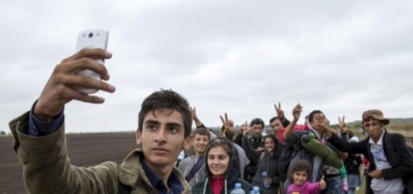 Uchodźcy z Syrii robią selfie (hinky.science)