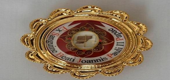 Relikwiarz z krwią Jana Pawła II