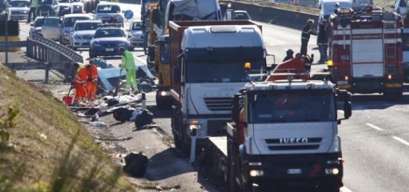Accident tragic pe A1 Italia soldat cu victime