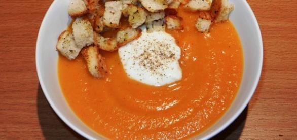 Talerz zupy z dyni w chłodny dzień - fot. pixabay