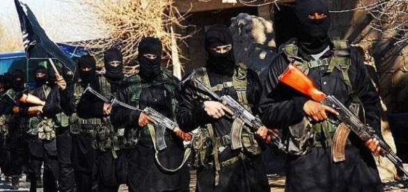 Tot mai mulți sirieni părăsesc ISIS