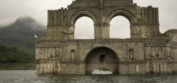 Messico dopo 450 anni sbuca un tempio dal fiume ecco for Tempio di santiago