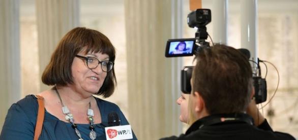 Anna Grodzka udziela wywiadu w budynku Sejmu