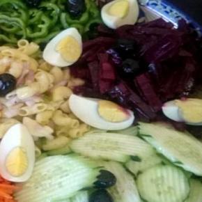 Zdrowy posiłek-warzywa na talerzu