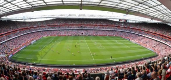 Emirates Stadium é o palco do jogo