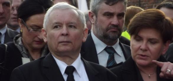 Kaczyński i Szydło stygmatyzują liberałów.