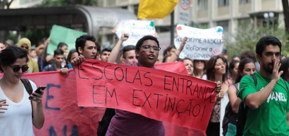 Protestos - Não Fechamento de Escolas.