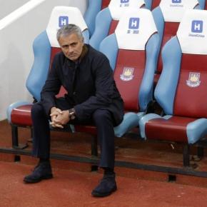 José Mourinho com vida difícil em Stamford Bridge
