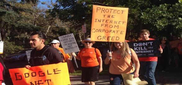 European Parliament passes net neutrality rules.
