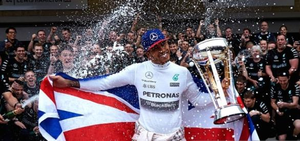 Lewis Hamilton wins third F1 world title