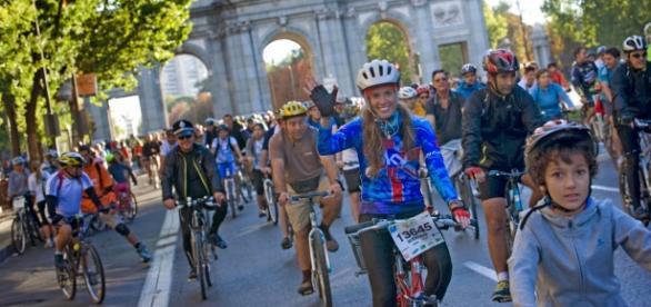 Participantes en la Fiesta de la Bici en Madrid