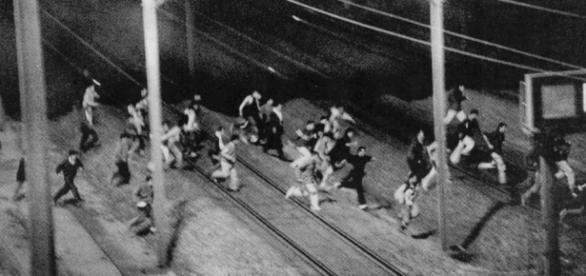 Sute de imigranţi încearcă ă treacă prin Eurotunel