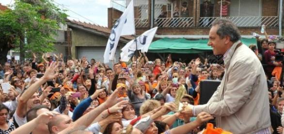 Trabajadores y jubilados acompañan a Scioli