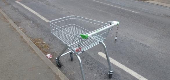 Un cărucior de cumpărături i-a adus moartea