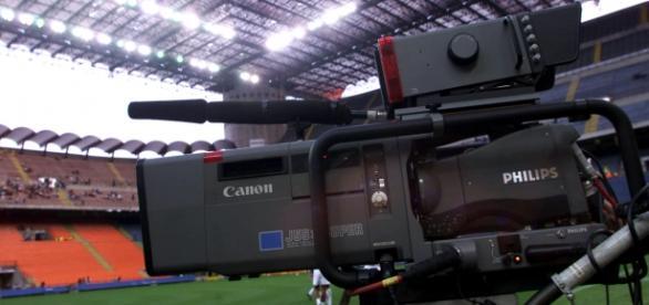Addio al calcio gratis in streaming ecco cosa dice il - Cosa si puo portare allo stadio san siro ...