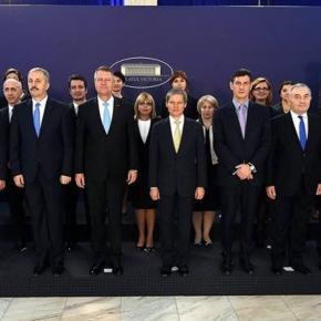 """Fotografia """"buclucașă"""" a Guvernului Cioloș"""