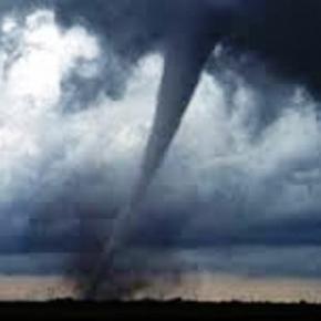 Katastrofy naturalne - trąby powietrzne, tajfuny.