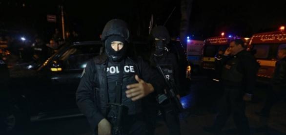 Policja w stolicy Tunezji po zamachu