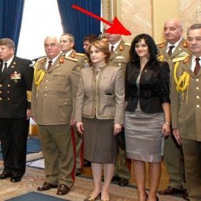 Adela Loredana Popescu în momentul decorării