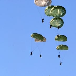 Wojska powietrznodesantowe w trakcie ćwiczeń.