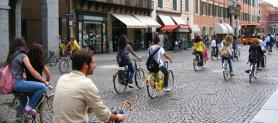 Targa e bollo obbligatorio per le bici: la proposta shock di un senatore Pd