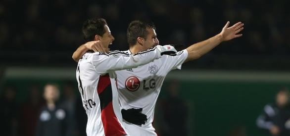 Hernández festeja un gol (twitter Leverkusen)