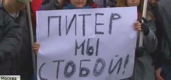 Ludność Moskwy wyraża solidarność z Petersburgiem.