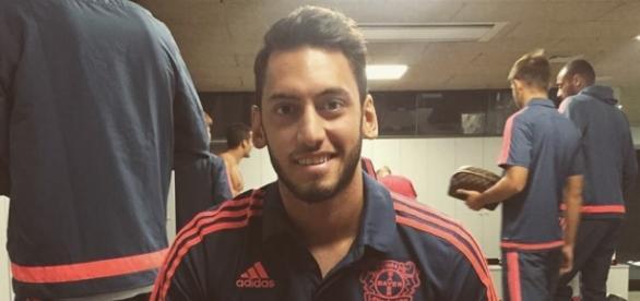 Wechselt Hakan Calhanoglu zum FC Barcelona?